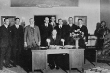 Negotiating team prepares to sign the Colorado River Compact, Santa Fe, NM, November 24, 1922